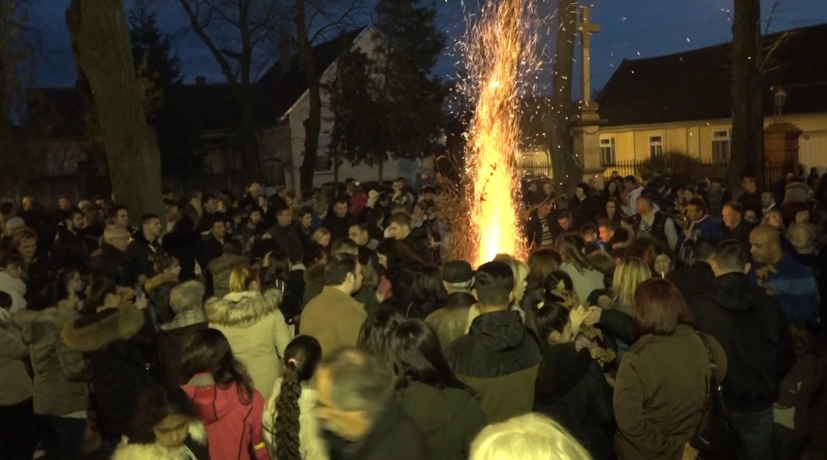 paljenje badnjaka bela crkva